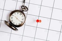 Ostatecznego terminu pojęcia kieszeniowy zegarek na kalendarzowego tła odgórnym widoku Obrazy Stock