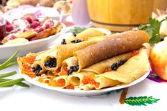Ostatki, naleśnikowy tydzień, festiwalu posiłek Bliny z czerwienią i b obraz royalty free