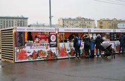 Ostatki tygodnia Naleśnikowy świętowanie w Moskwa zdjęcia stock