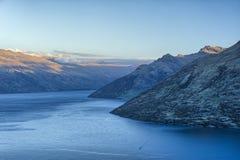 Ostatni światło dzienne na Jeziornym Wakatipu i Remarkables, Nowa Zelandia Zdjęcie Royalty Free