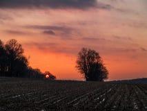 Ostatni słońce Nad polem zdjęcie stock