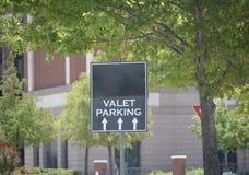 Ostawianie Samochodu Na Parking Przez Obsługę Tylko zdjęcia stock