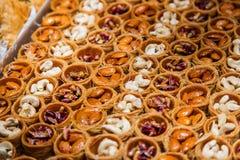 Ostbonbons in einer breiten Palette, Baklava, türkische Freude Lizenzfreie Stockfotografie