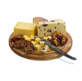 Ostbräde med tre ostar och ostknivnolla Arkivfoton