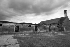 Ostdeutscher verfiel Bauernhaus lizenzfreies stockbild