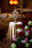Ostensoir dans une certaine église catholique romaine lithuanienne photographie stock libre de droits