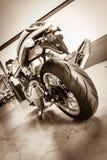 Ostenta o piloto do café de Norton Commando 961 da motocicleta imagem de stock