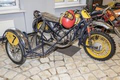 Ostenta o velomotor IZH Fotografia de Stock Royalty Free