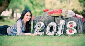 Ostente o ano novo 2018 da caixa de presente da aptidão da senhora mulher Imagens de Stock