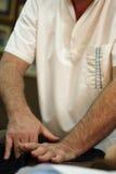 Osteopaat op het werk Stock Fotografie