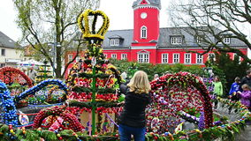 Osterbrunnen (Easter fountain) decorated in the middle of city Berga/Elster, Thuringia stock footage
