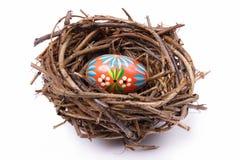 Osterei im Nest Lizenzfreie Stockbilder