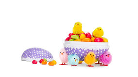Osterei mit Süßigkeit Lizenzfreie Stockfotos