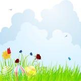 Osterei und Frühlingsblumenhintergrund Lizenzfreies Stockfoto