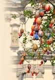 Ostereier auf den Niederlassungen von Bäumen Stockfoto