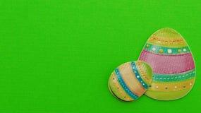 Ostereier auf grünem Hintergrund lizenzfreie stockfotografie