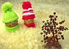 Ostereier, die am Granatsbaum datieren Stockbild
