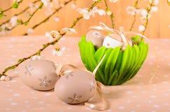 Ostereier in einer dekorativen Schüssel Stockfotografie