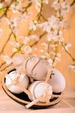 Ostereier in einer dekorativen Schüssel Lizenzfreie Stockfotografie