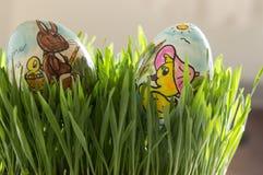 Ostereier im frischen grünen Gras Stockfotografie