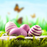 Ostereier im Gras Stockbild