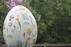 Ostereier im London-Stadtzentrum - Frühling blüht Stockfoto