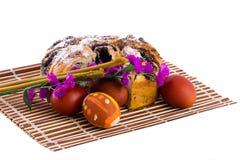 Ostereier, Kerzen und Blumen Lizenzfreie Stockbilder