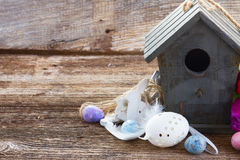 Ostereier mit Birdcage Lizenzfreie Stockbilder