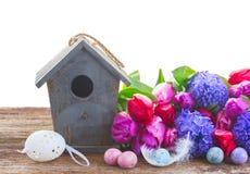 Ostereier mit Birdcage Lizenzfreies Stockfoto
