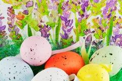 Ostereier mit Lavendelhintergrund Stockbild
