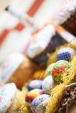 Ostereier und Kuchen Lizenzfreies Stockfoto