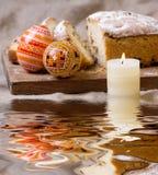 Ostereier und Torte Stockfoto