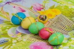 Ostereier von verschiedenen Farben Stockfoto