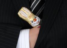 Osterhase in der Tasche des Geschäftsmannes Stockfotos