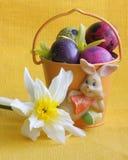 Osterhase, Eier und Blume - Fotos auf Lager Lizenzfreies Stockfoto