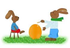 Osterhase malte ein Ei Lizenzfreies Stockbild