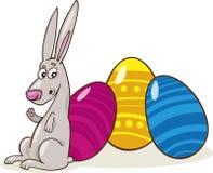 Osterhase mit gemalten Eiern Lizenzfreie Stockfotos