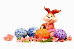 Osterhase und gemalte Eier - Ostern-Symbol lizenzfreies stockfoto