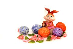 Osterhase und gemalte Eier - Ostern-Symbol stockbilder