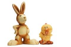Osterhasen- und Huhnfigürchen Lizenzfreies Stockfoto