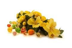 Ostern-Anordnung für Frühlingsblumen Stockbilder