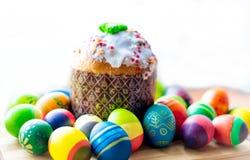 Ostern-Brot und Eier Stockfotografie