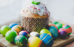 Ostern-Brot und Eier Stockbild