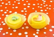Ostern-Cupkuchen lizenzfreie stockfotografie
