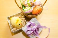 Ostern-Dekor auf dem Tisch Lizenzfreies Stockbild