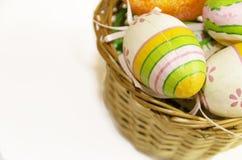 Ostern-Dekor mit gestreiften Eiern Lizenzfreie Stockfotografie