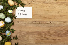 Ostern-Dekoration, Karte, glückliche Ostern-, Ostereier und Zweige Lizenzfreie Stockbilder