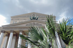 Ostern-Dekorationen in Moskau Das historische Gebäude Bolchoi-Theaters Lizenzfreie Stockfotos