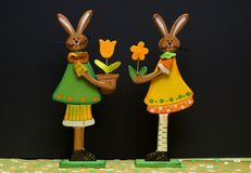 Ostern-Dekorationsblumen und -hasen Stockbild