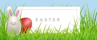 Ostern-Fahne im Gras mit Eikaninchen Stockfoto